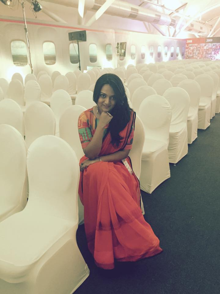 Most people think Saree is a boring traditional garment which makes you look old fashioned but  I beg to differ. I Believe you could be covered from top to toe, wrapped up in 9 yards and still can manage to look Sexy, at-least thats how I felt.
