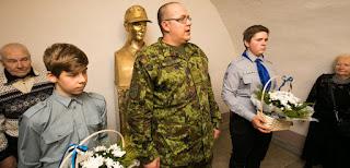 В эстонской школе открыт бронзовый бюст унтершарфюреру СС