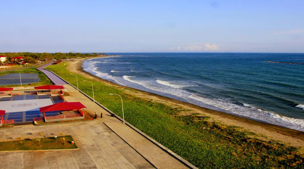 pasir panjang pantai marina indah dan lumayan cantik di kota bantaeng