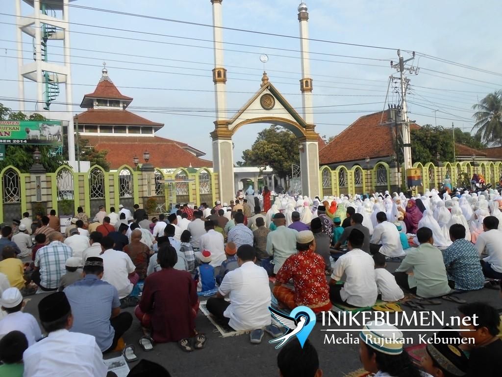 Shalat Idul Fitri, Gus Wahib Jadi Imam di Masjid Kauman, Gus Yazid di Alun-alun Kebumen