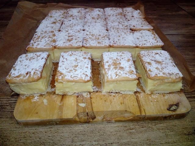 napoleonka na krakersach napoleonka bez pieczenia ciasto na zimno ciasto z kremem budyniowym ciasto na ciastkach ciasto z krememnapoleonka na ciastkach