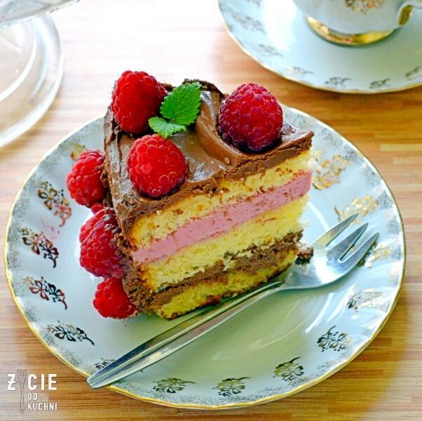 tort, tort czekoladowo malinowy, maliny, tort z owocami, latwy tort, sezonowe przepisy, lipiec, lipiec wkuchni, warzywa sezonowe lipiec, lipiec owoce sezonowe lipiec, lipiec warzywa sezonwe, sezonowa kuchnia, sezonowosc, zycie od kuchni, lipiec zestawienie przepisow