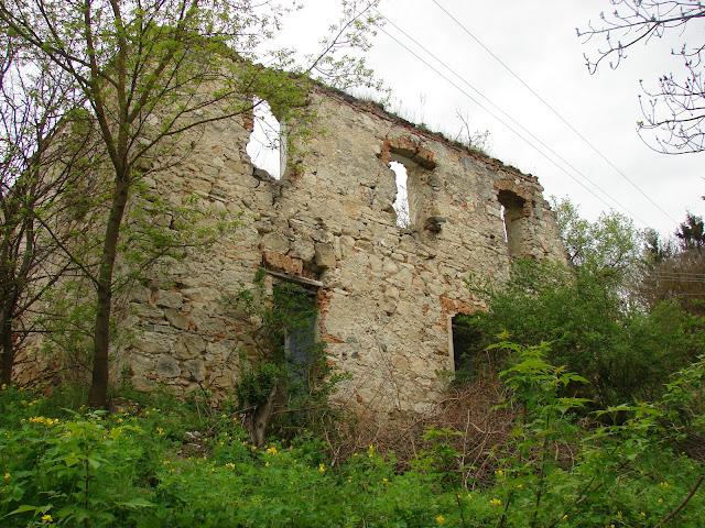 Старинный дом рядом с костёлом