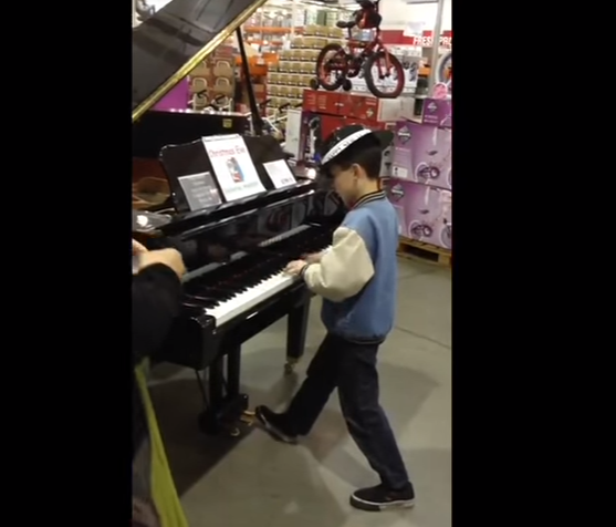 """While His Parents Shop At Costco, Little Boy Amazes Shoppers With Impromptu Performance """"See"""""""