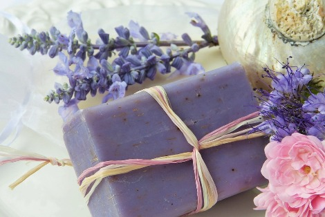 /pixabay.com/en/soap-purple-lavender-rose-shell-2726387/