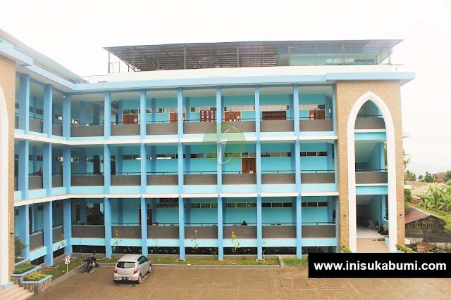 Gedung F yang merupakan perpustakaan dan Laboratorium