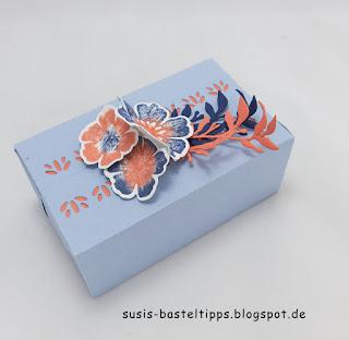 "Perfekte Päckchen, verziert mit Produktmedley ""Alles Wunderbare"", Faltkartons mit incolor flieder, rauchblau, rokokorosa, ziegelrot, pfauengrün"