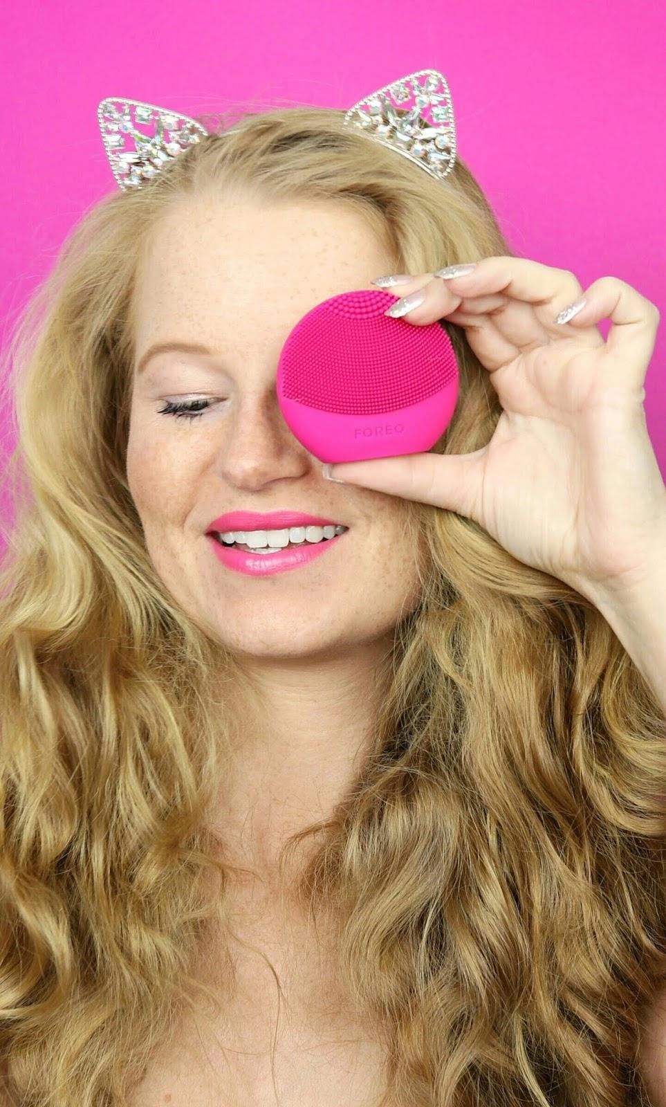 foreo luna fofo, personalisierte Hautpflegeroutine, smarte Gesichtsreinigung, elektrische gesichtsreinigungsbürste, hautpflege, review, silikonborsten, dm drogeriemarkt, reinigt porentief,