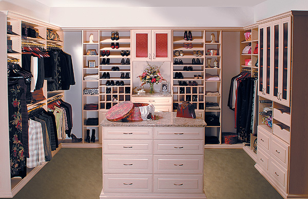 Think Pink: Every girls Dream - Walk in Closet Designs