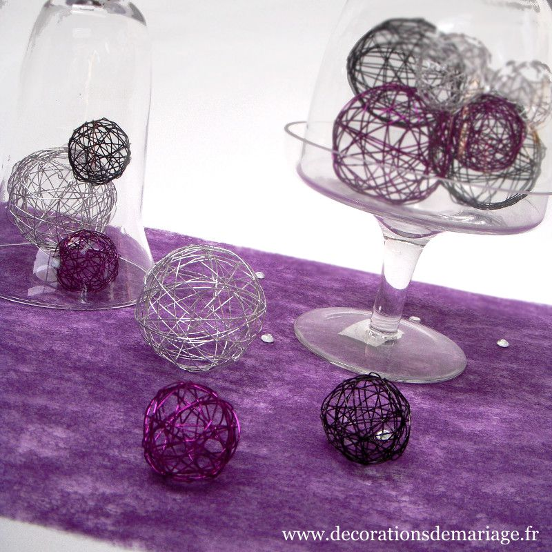 tables en f te des boules d coratives pour le centre de table. Black Bedroom Furniture Sets. Home Design Ideas