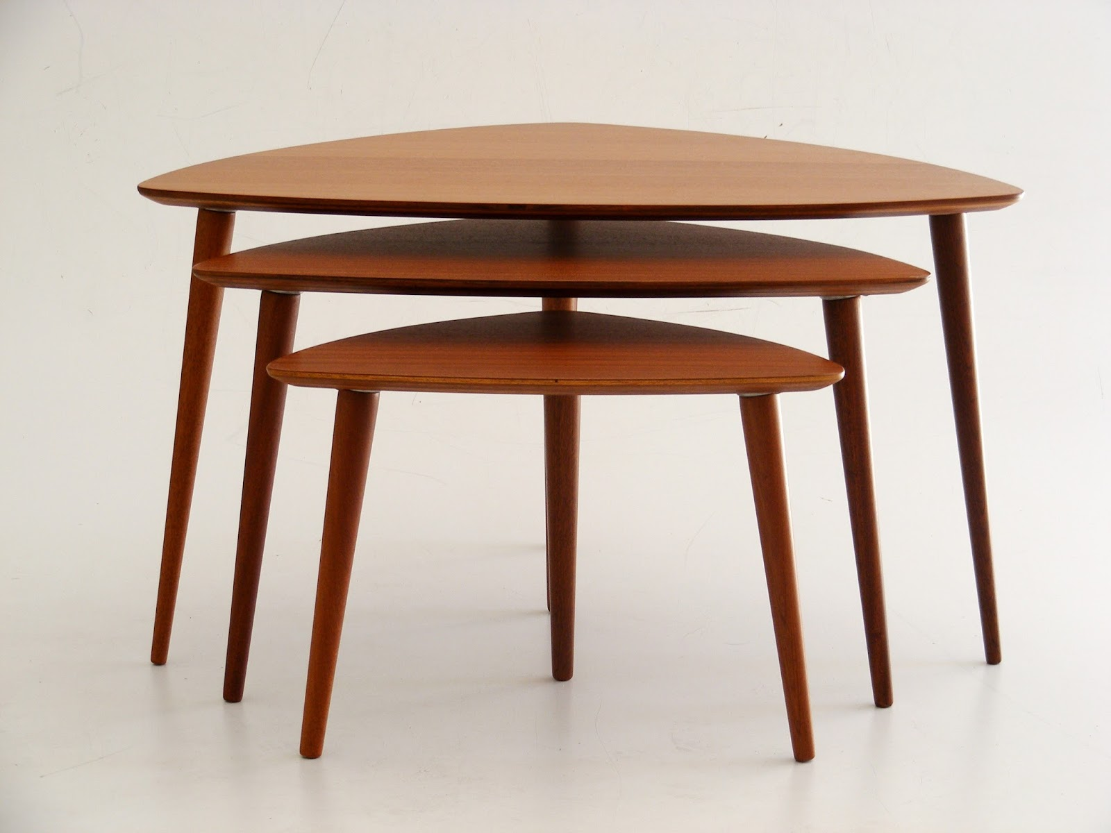 VAMP FURNITURE: A mid-century nest of 3 tables_16 April 2018