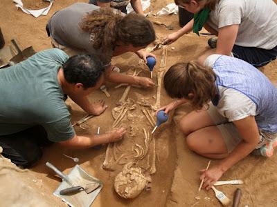 Arqueólogos descobrem cemitério filisteu em Israel