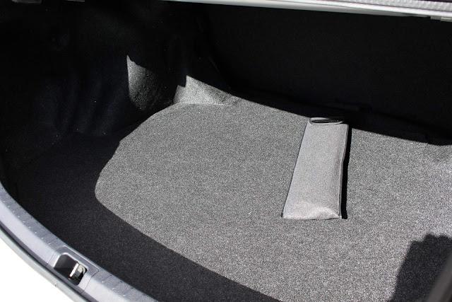 Toyota Corolla XEi 2018: porta-malas