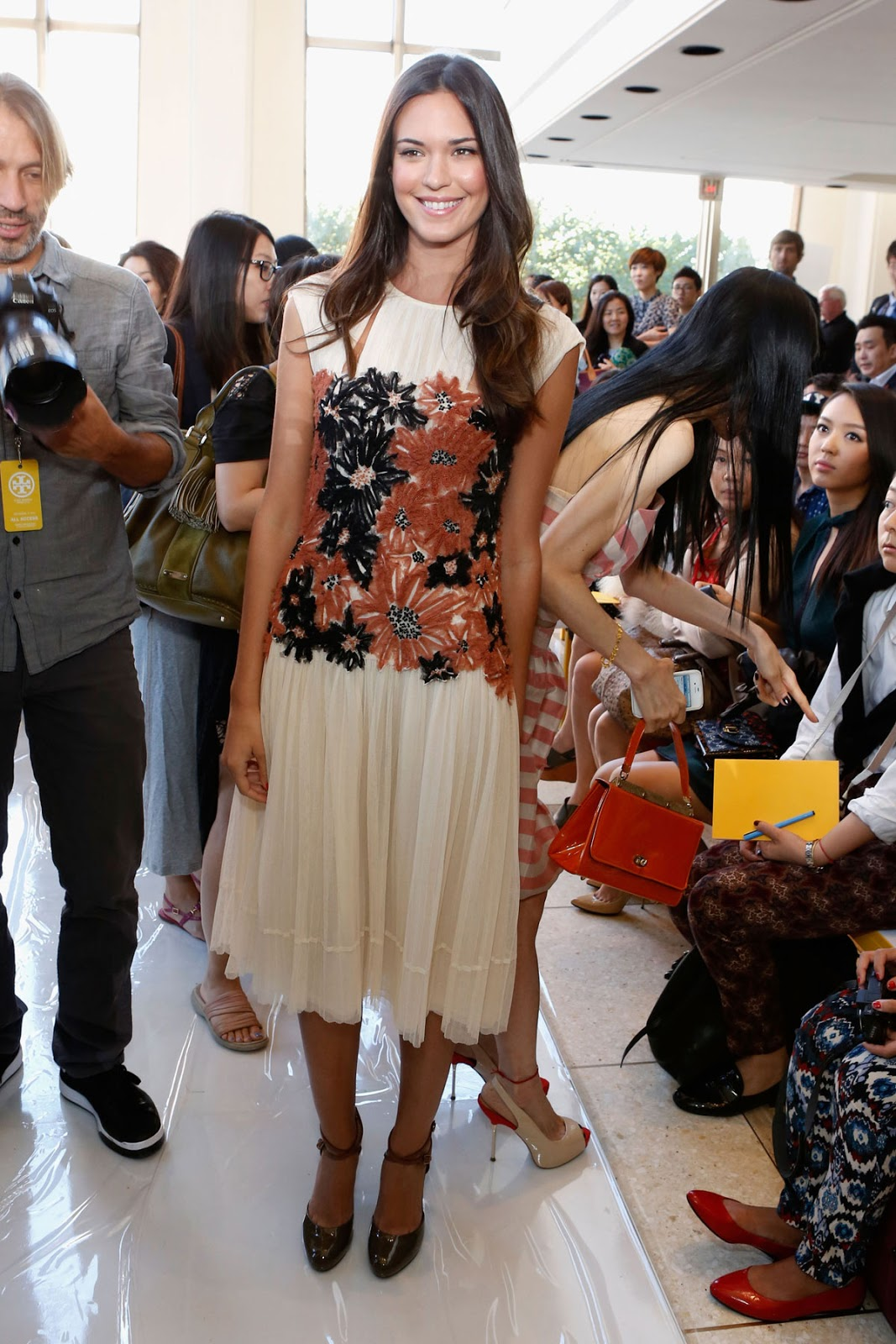 4K Wallpapers of Odette Annable At Tory Burch Fashion Show In New York
