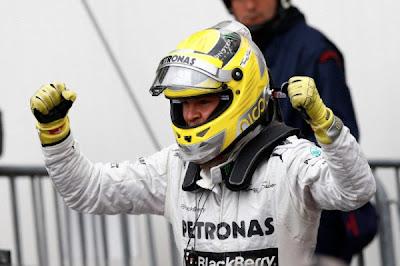 La escuderia Mercedes haciendo equipo con BlackBerry han ganado el Gran Premio de Mónaco de la mano del piloto aleman Nico Rosberg. El Gran Premio de Mónaco es un de los circuitos más legendarios y dificiles por las curvas tan cerradas que tiene, pero Rosberg esto lo supero sin problemas de mostrando su habilidad y potencia de su Mercedes. Una carrera larga a 78 vuelvas, llena de accidentes, banderas amarillas y una bandera roja la cual detuvo la carrera, a todo esto se enfrento Rosberg y lo supero como un maestro. En las calificaciones Rosberg quedo en primer lugar ganando
