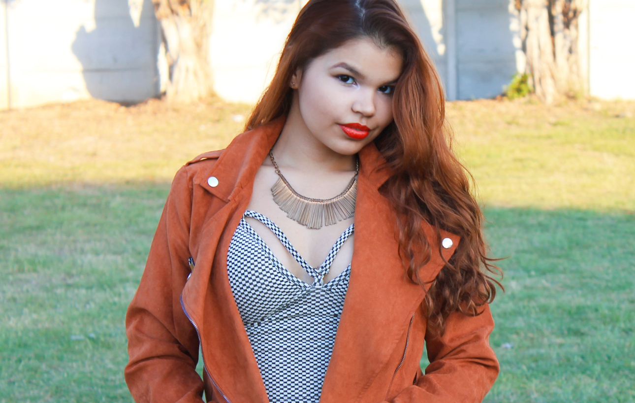 Look casaco suede, cropped preto e branco, cidade da moda, she in, keds vermelho, look tenis vermelho, look tons terrosos, saia de couro fake marrom, look lojas de departamento, look inverno, ingrid gleize