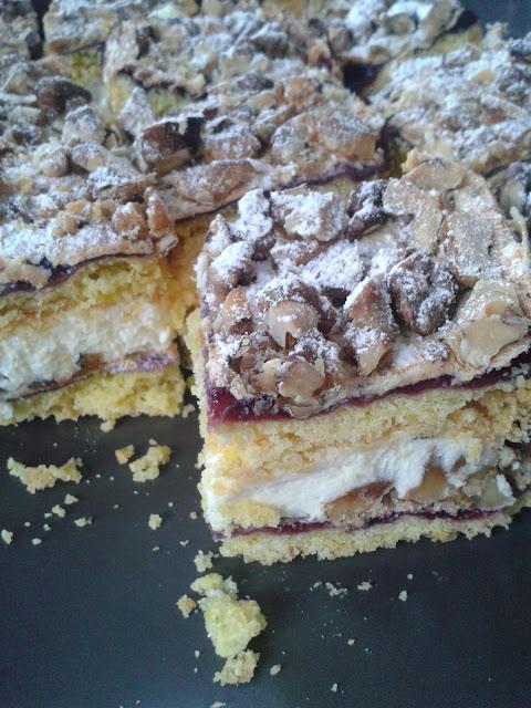 ciasto z kremem i orzechami