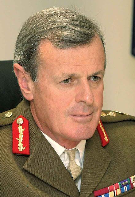 """Sir Richard Shirreff, comandante supremo da NATO até 2014: """"Temos que julgar Putin pelos seus gestos, não por suas palavras. Ele invadiu a Geórgia, a Crimeia, a Ucrânia para atingir seus objetivos"""""""