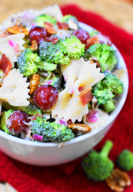 Broccoli Pasta Salad with Grapes packs all the fabulous flavors of traditional broccoli salad, with the added hearty punch of pasta.   www.thekitchenismyplayground.com