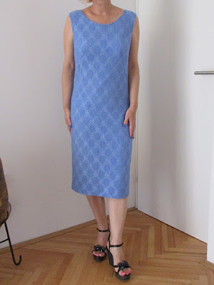 http://ladylinaland.blogspot.com/2015/08/blue-lace-sheath-dress.html