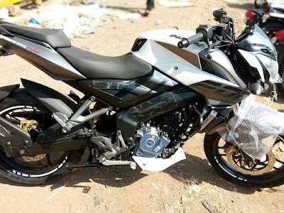 2017 Bajaj Pulsar 200NS black white side look