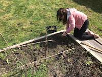 Activité jardinage avec Lilly