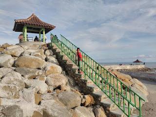 Pondok kecil di Pantai Kata