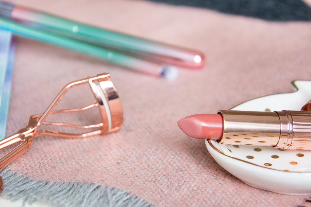 Makeup Revolution Lipstick Awaken; Primark Rosegold Eyelash Curler; Maisons Du Monde Pineapple Trinket Dish; Hema Pastel Notebook; Primark Insta Brushes