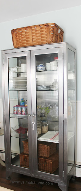 organizing-ideas-for-glass-front-cabinets