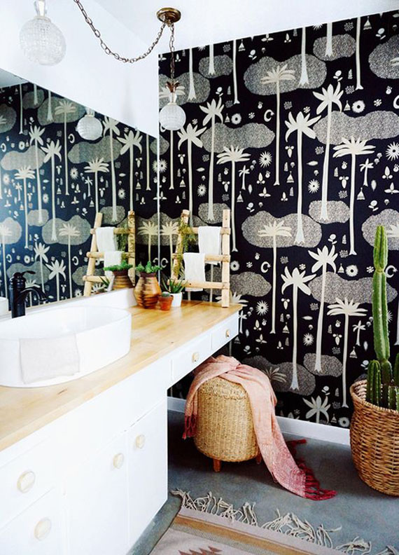 tropical style wallpaper in black and white, bathrooms