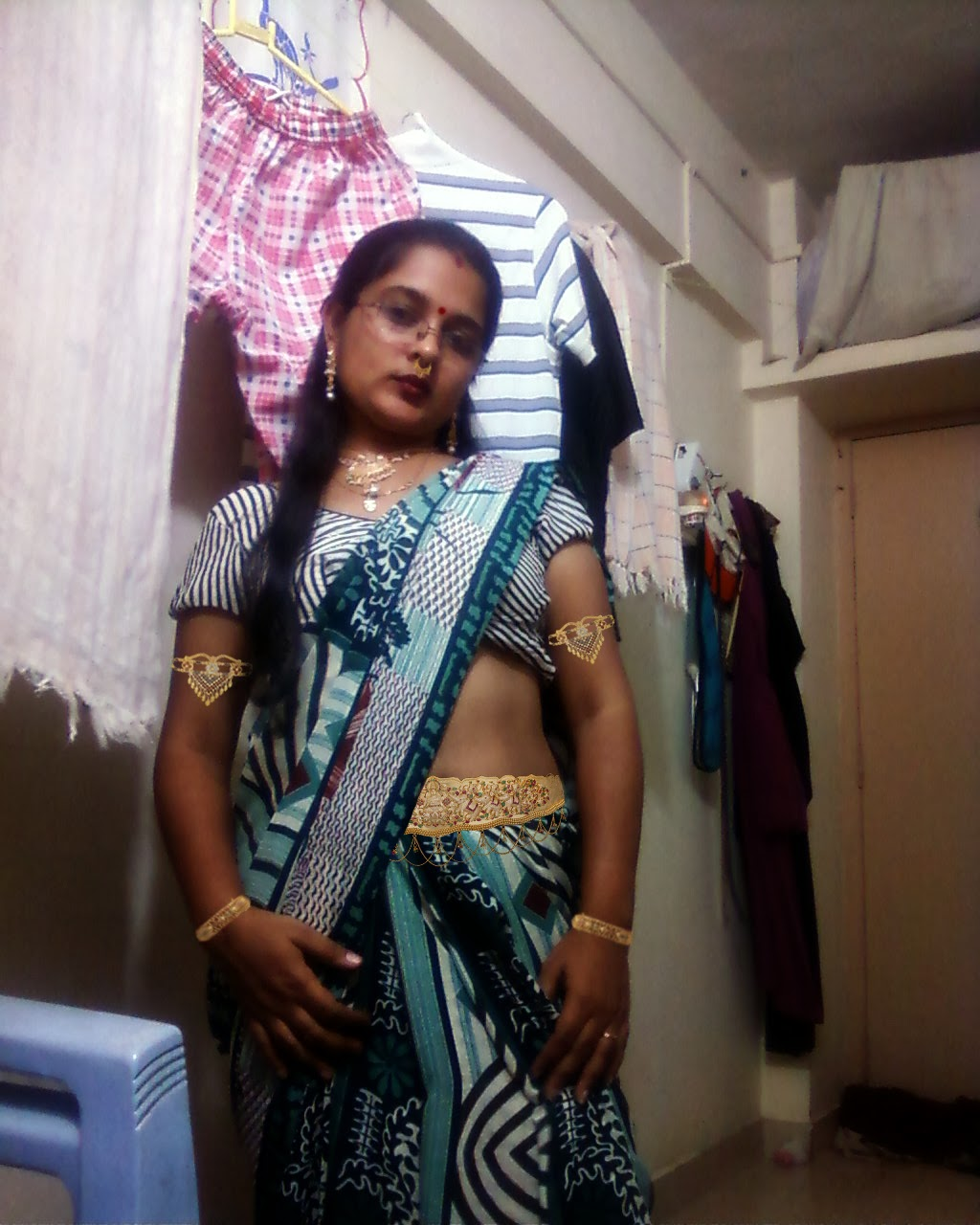 Spices Girls Pictures Sexy Desi Aunty Poornima Showing -5440