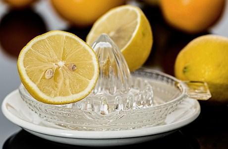 air perasan buah lemon