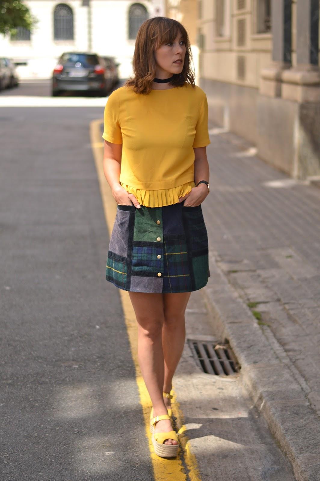 Grunge nineties yellow