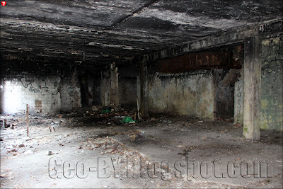 Внутри заброшенного ресторана