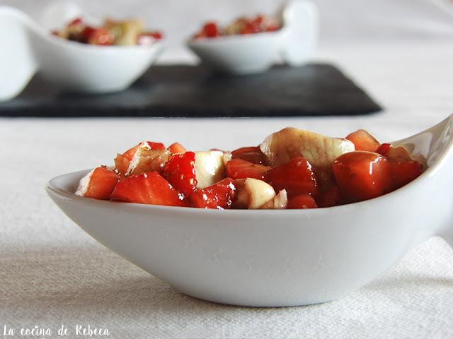 Alcachofas con vinagreta de fresas y frutos secos