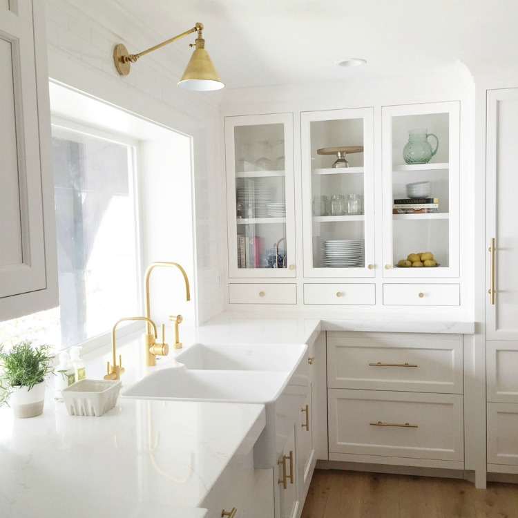 White Kitchens With Gold + Brass Hardware Finishes