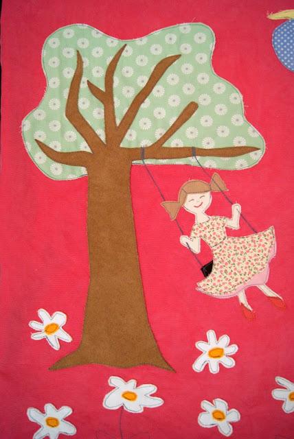 Applikation, Appliqué, Baum, Blumen, Dekoration, Katze, Kinderzimmer, Kissen nähen, Mädchen, Schaukel, Schmetterling, Sonne, Wolke,