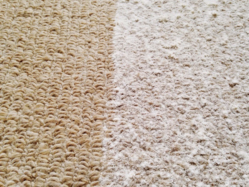 test patch on carpet covered in flour for the Samsung Motion Sync 2 in 1 review