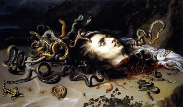 Perseus, Medusa'nın başını keserek, baktığı her şeyi taşa çeviren Medusa efsanesine son verdi