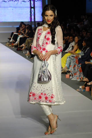 ad750afa78f White is the most elegant color in all. Women love to wear White Salwar  Kameez casually and in parties. White Shalwar Kameez if the coolest choice  of girls ...