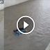 فضيحة وأمام ذهول المارة.. طاكسي صغير يغرق بشكل كامل في الرباط