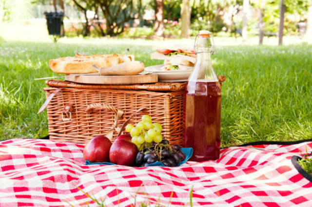 Date Night Ideas Picnic