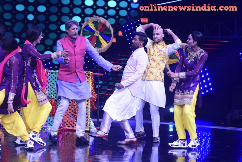 Kapil Dev dance with dance group B-Unique on set of Dance+4