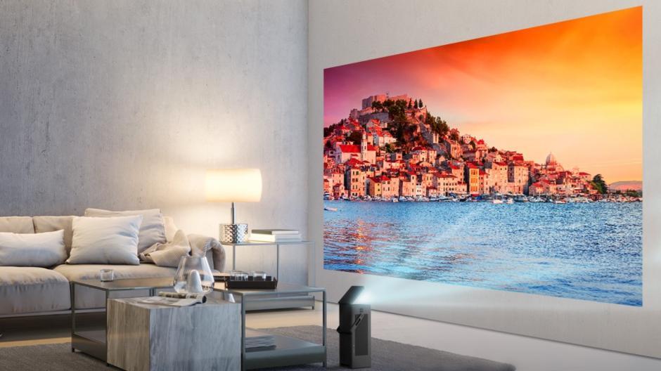 hd nieuws kleine beamer van lg met 150 inch 4k beeld. Black Bedroom Furniture Sets. Home Design Ideas