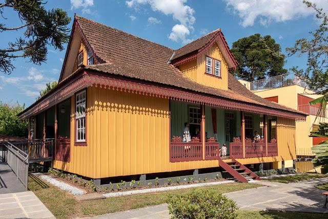 Casa Domingos Nascimento Sobrinho na Rua José de Alencar, sede da Superintendência no Paraná do IPHAN - Instituto Histórico e Artístico Nacional - lateral