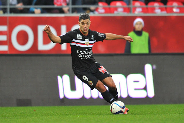 Hatem Ben Arfa dribblant face au Stade de Reims