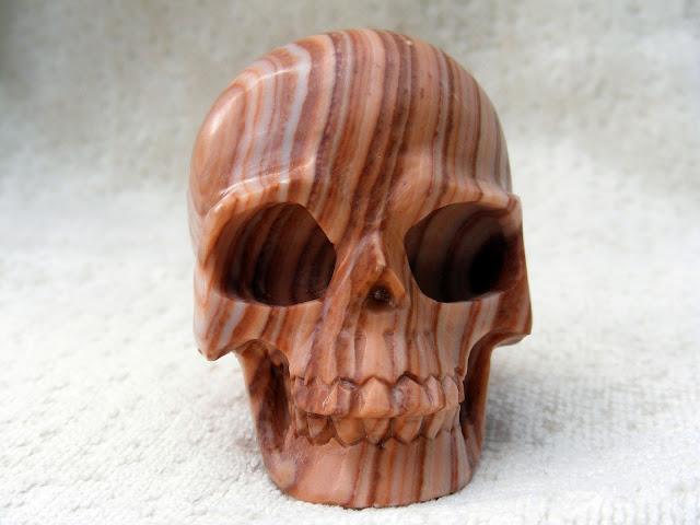 Jaspis pasiasty czaszka moc symbol wierzenia wiara magia działanie własciwości