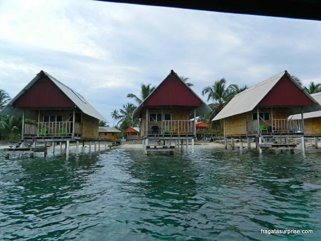 Conjunto de chalés para hospedagem em uma ilha de San Blas