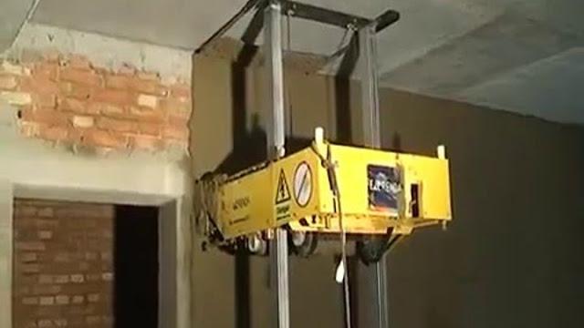 Робот штукатур в работе
