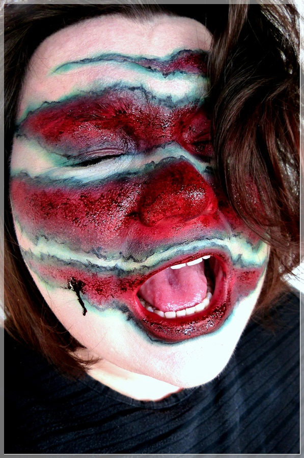 blutige Wunden durch Klauen sfx makeup